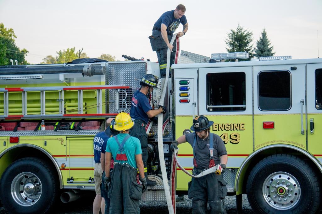 Members re-packing the line on Engine 49-2